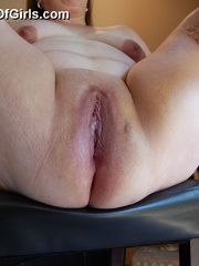 Horny mature fat mom took off her panties and exposes - Picture 7