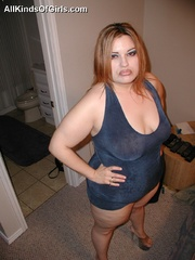 Big fat milf Amora seductively posing on the bed and - Picture 1