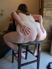 Horny mature fat mom took off her panties and exposes - Picture 9