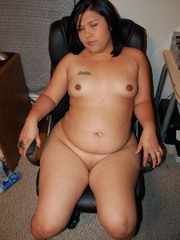 Filipina BBW milf spreading just to expose her sweet wet - Picture 7