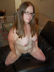 Horny mature fat mom took off her panties and exposes - Picture 12