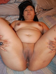Filipina BBW milf spreading just to expose her sweet wet - Picture 10