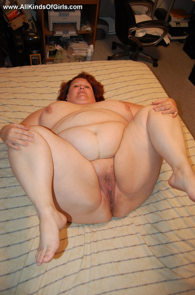 Fat milf spreading ass