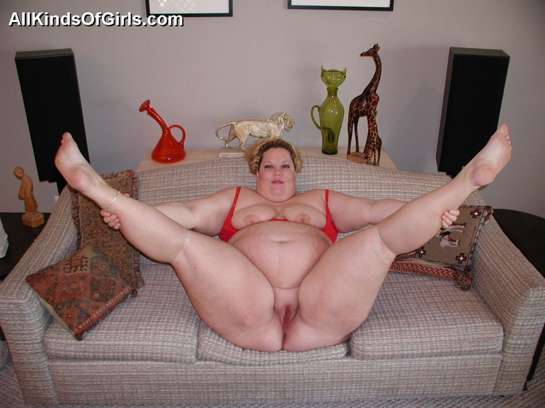 Pigtailed fat wife Debbie in red undies wants it badly - Picture 3