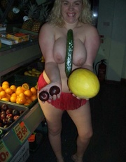 milf flashing barby from