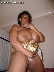 Plump ebony mom with epic boobs touching her wet pussy. - Picture 10