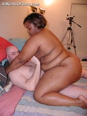 Chubby black mature milf sucking and riding hard white - Picture 10