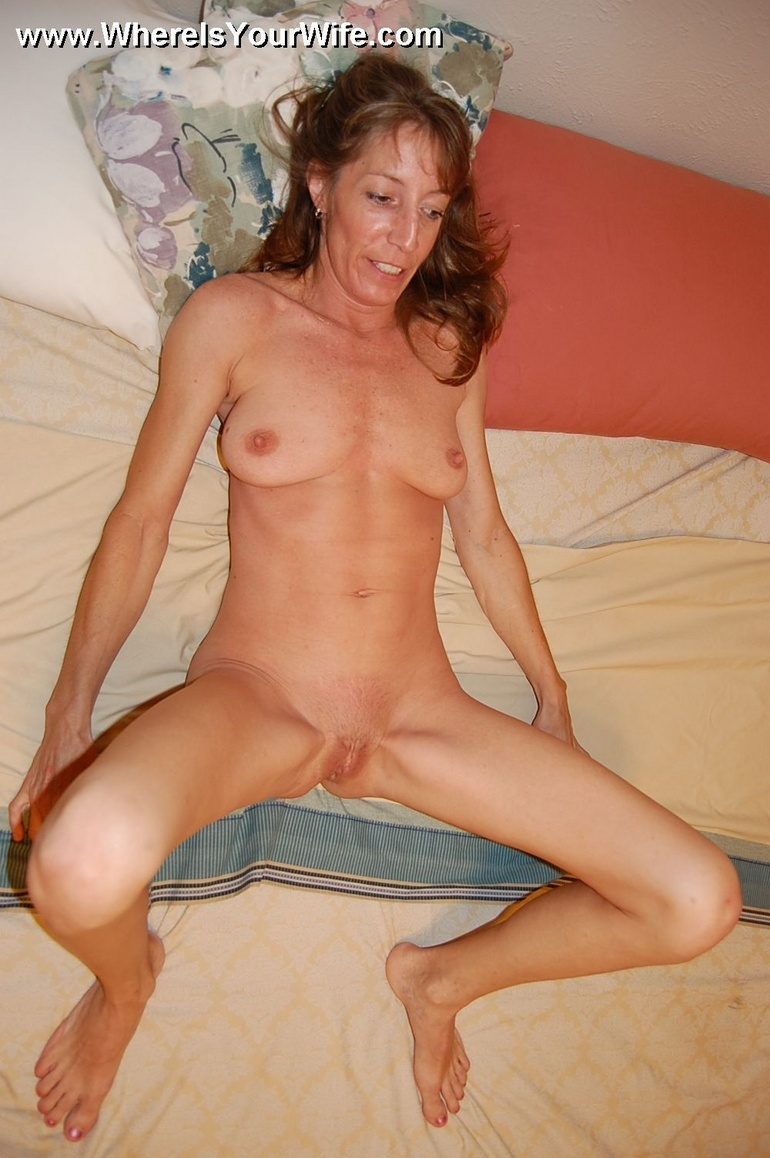 Skinny lusty granny Tracy likes to pose all - XXX Dessert ...