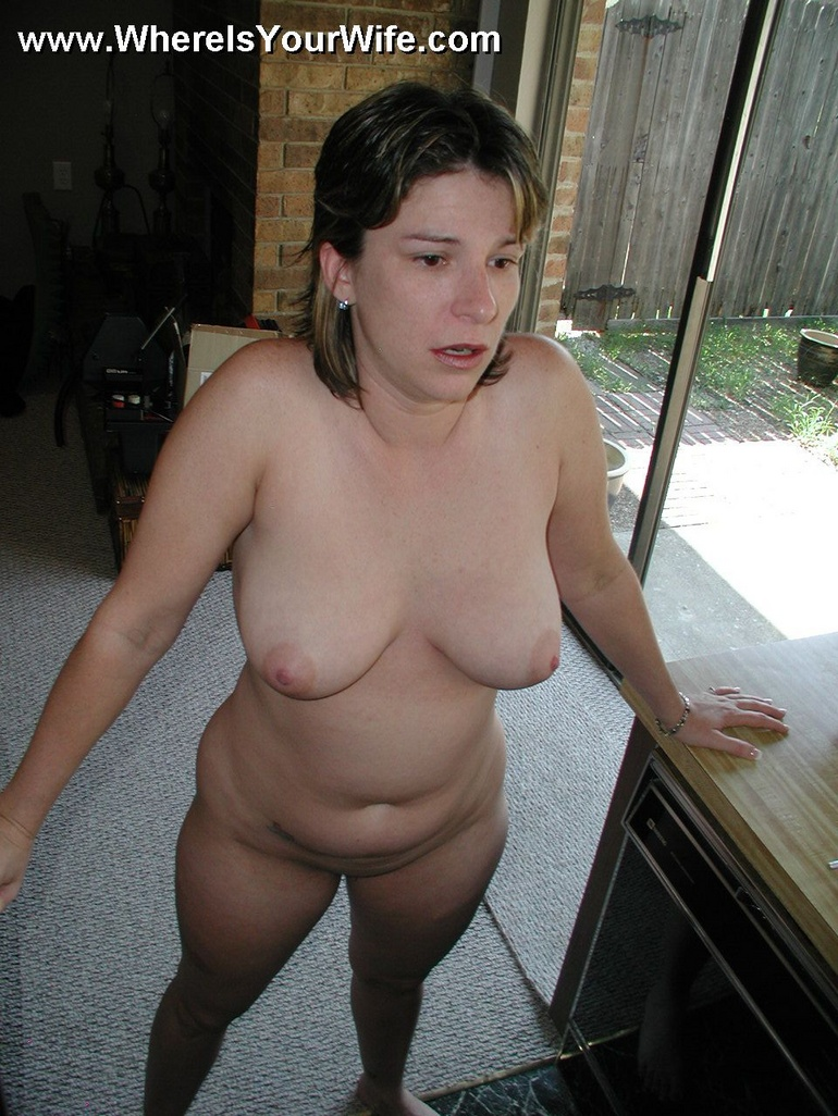 Amateur wives posing nude me, please