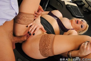 Valerie is an ex-prostitute looking for  - XXX Dessert - Picture 9