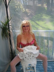 cougar exhibitionist ruth from