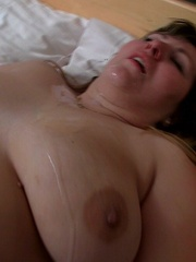 The slender young guy gets naked with the BBW in bed and - Picture 16