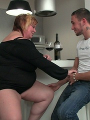 She promises him a great screw and he leaves his - Picture 4