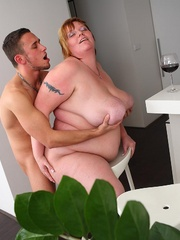 He dates a hot slender chick but he chooses to go home - Picture 12