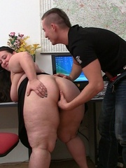 The beautiful BBW with the big ass is fingered and - Picture 8