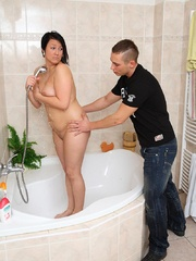 He comes in on her as she takes a shower and he finds - Picture 7