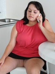 The simple seduction turns him on and the BBW babe wants - Picture 2