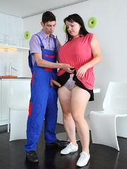 The simple seduction turns him on and the BBW babe wants - Picture 11