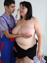 She was told to seduce the repair guy so she gives him - Picture 11