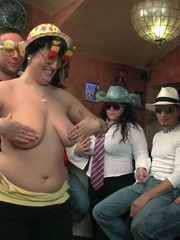 The three slender guys and the three fat chicks get wild - Picture 10