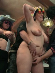 The three slender guys and the three fat chicks get wild - Picture 15