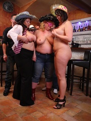The girls play with each other in the BBW orgy set and - Picture 12