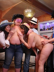The girls play with each other in the BBW orgy set and - Picture 13