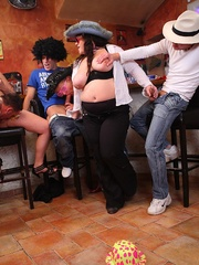 The girls play with each other in the BBW orgy set and - Picture 15