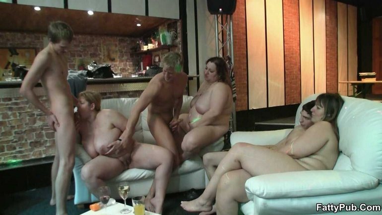 Порно фильмы пьяных трах бутылкой