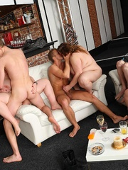 Come to the BBW party at the bar and see the sluts naked - Picture 14
