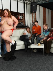Fat chick at a party gets fucked while her friends - Picture 9