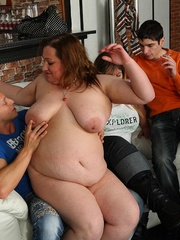 Fat girl is a little drunk and she loves a good fuck so - Picture 4