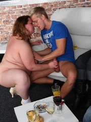 Fat girl is a little drunk and she loves a good fuck so - Picture 5
