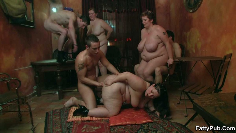 BBW party babes get drunk at the bar and have an orgy - Picture 3