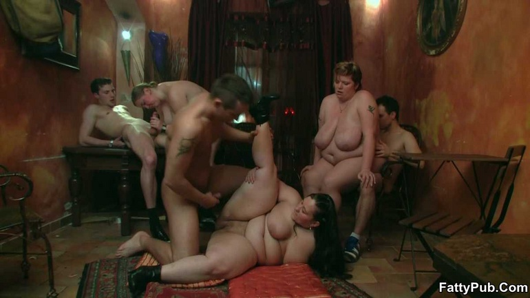 BBW party babes get drunk at the bar and have an orgy - Picture 10