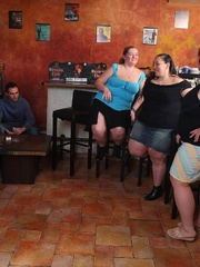 The fat girls in the bar get naked for the slender guys - Picture 1