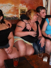 The fat girls in the bar get naked for the slender guys - Picture 3