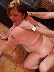 The fat girls in the bar get naked for the slender guys - Picture 10