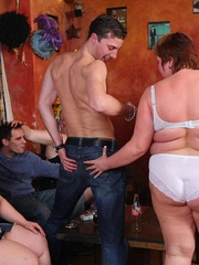 She's in an orgy with her friends and the BBW beauty - Picture 6