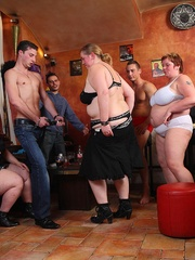 She's in an orgy with her friends and the BBW beauty - Picture 7