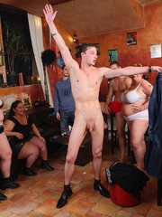 They all get down in this wild BBW orgy in a pub and one - Picture 5