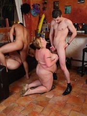 After the horny fat chick gives him a blowjob he fucks - Picture 15