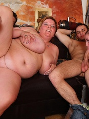 They all get down in this wild BBW orgy in a pub and one - Picture 11