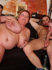 The BBW orgy in the bar features a hot fatty with jiggly - Picture 7