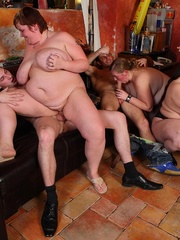 The BBW orgy in the bar features a hot fatty with jiggly - Picture 9