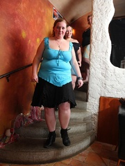 BBW babes get together with the guys at a pub and they - Picture 1