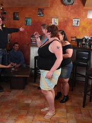 BBW babes get together with the guys at a pub and they - Picture 2