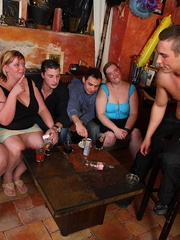 BBW babes get together with the guys at a pub and they - Picture 4