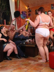 BBW babes get together with the guys at a pub and they - Picture 8