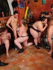 BBW babes get together with the guys at a pub and they - Picture 16